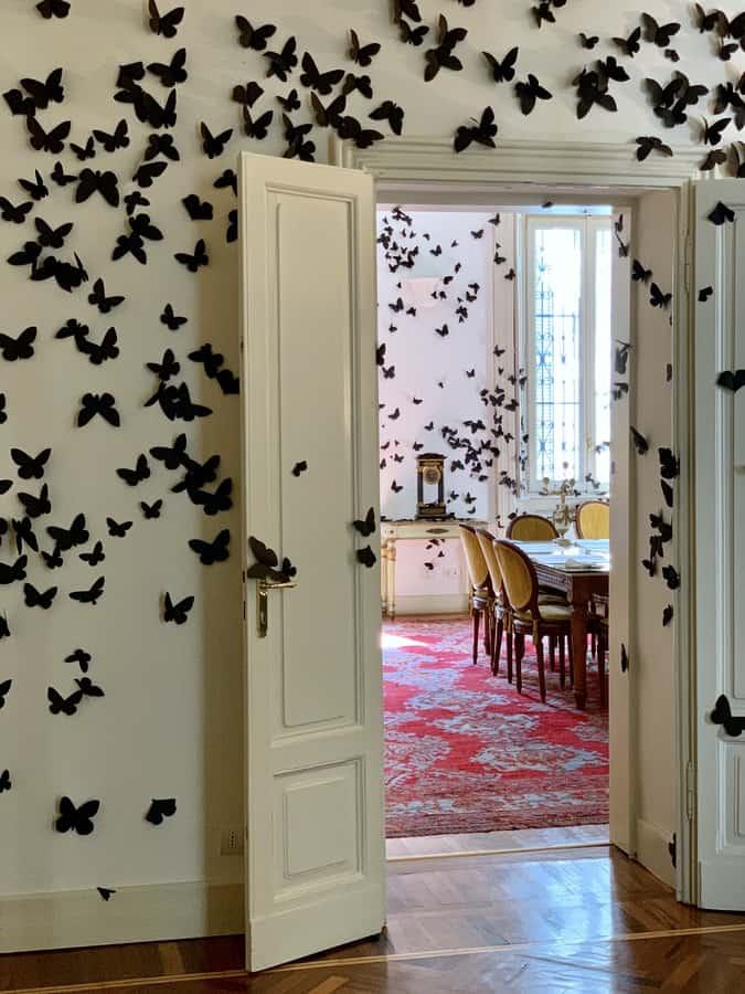 Carlos Amorales e le sue 15.000 farfalle nere
